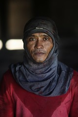 CM3V4165 (jeridaking) Tags: welder portrait work face sweat labor ormoc leyte philippines visayas people folks filipino pinoy canon 14 scarf look eyes 1dx sigma laborer job