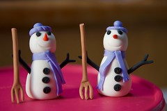 """Snowman holding a """"PITCHFORK"""" (ineedathis, Everyday I get up, it's a great day!) Tags: snowman carrot buttons coal gingerbreadhouse2017 miniature sugarwork gum paste modeling baking nikond750 closeup"""