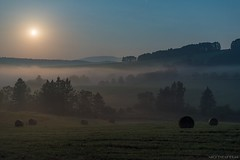 Moonset (Piotr Potepa) Tags: nightscape nightscapes moon fog sky night nightsky nightphotography nightshooterz poland piotrpotepa beskidy landscape moonset
