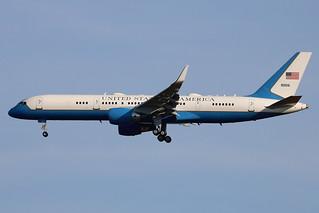 09-0016 (90016) | Boeing 757-2Q8/W | USAF (Air Force 1)