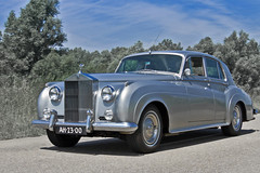 Rolls-Royce Silver Cloud 1960 (3979) (Le Photiste) Tags: clay rollsroycemotorcarslimitedgoodwooduk rollsroycesilvercloud cr 1960 britishluxuryautomobile simplygrey silvercloud ah2300 sidecode1 lelystadthenetherlands thenetherlands afeastformyeyes aphotographersview autofocus alltypesoftransport artisticimpressions anticando blinkagain beautifulcapture bestpeople'schoice bloodsweatandgear gearheads creativeimpuls cazadoresdeimágenes carscarscars canonflickraward digifotopro damncoolphotographers digitalcreations django'smaster friendsforever finegold fandevoitures fairplay greatphotographers giveme5 groupecharlie peacetookovermyheart hairygitselite ineffable infinitexposure iqimagequality interesting inmyeyes livingwithmultiplesclerosisms lovelyflickr myfriendspictures mastersofcreativephotography niceasitgets photographers prophoto photographicworld planetearthbackintheday planetearthtransport photomix soe simplysuperb slowride saariysqualitypictures showcaseimages simplythebest simplybecause thebestshot thepitstopshop themachines transportofallkinds theredgroup thelooklevel1red oddvehicle vividstriking wow wheelsanythingthatrolls yourbestoftoday oldtimer