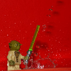 Yoda and the water control (Elisabeth Lys) Tags: lego starwars nikon d7200 droplet gouttes highspeedphotography hightspeedphoto macrophotography macro sigma 105mmf28 yoda