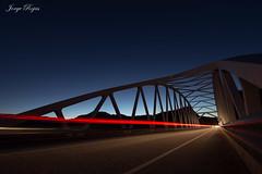 A la velocidad de la luz (jorgerojas14) Tags: puente noche nocturna estela coche faro rojo cielo anochecer estructura tokina1116 granangular carretera granada sky night tower dark lights car speed structure