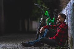 """Eugenio el Entourage"""" Lezama y su caballo (ezernazaretvalenciabriseño) Tags: strobist bikes kona retrato portrait foxracing speedlight serio dosojos fotografía nikon d7100 street mountainbke model"""