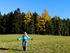 Ursula an einem schönen Herbsttag / Ursula on a beautiful autumn day (rudi_valtiner) Tags: herbst autumn fall wanderung20171115 buckligewelt hochgebirge hollabrunnerriegel hochegg hollabrunn grimmenstein alpen alps niederösterreich loweraustria österreich austria autriche ursula frau woman girl lady female wiese meadow wald forest bäume trees lärchen larches