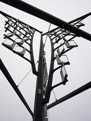 Der Wind. / 25.11.2017 (ben.kaden) Tags: rostock uferbastion segelimwind achimkühn kunstderddr kunstimöffentlichenraum kunstimstadtraum 1988 kinetischekunst metallgestaltung 2017 25112017
