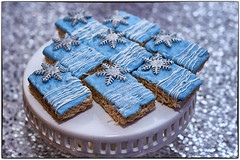342-365 (andanzasderuthie) Tags: 365project2017 rice cake blue decoration table party