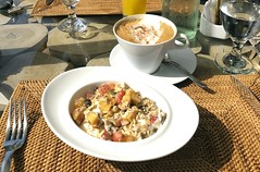 Petit-déjeuner au Griya Villas and Spa