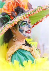 Noche de Altares 2017, Santa Ana 11.4.17 11 (Marcie Gonzalez) Tags: ca socal so cal orange county southern festival celebration festivals celebrations day dead dia de los muertos diadelosmuertos tradition traditional honor family friends noche altares nochedealtares night dance dancing festive fun annual event events mexico mexican altar costume costumes paint painted face skull skeleton 2017 dayofthedead dancer dancers north america cultural usa us marcie gonzalez marciegonzalez marciegonzalezphotography photography canon 2017nochedealtaressantaana nochedealtaressantaana altars calif california día