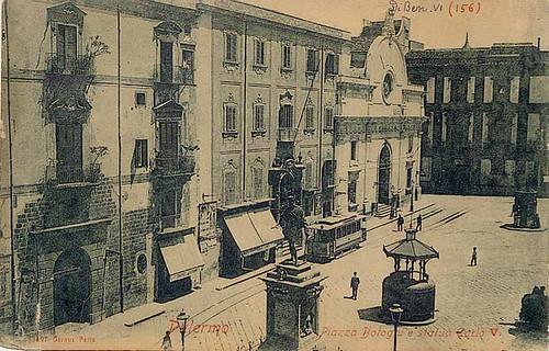 Piazza Bologni e statua Carlo V