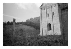 Archaic (Jordane Prestrot) Tags: jordaneprestrot film filmisnotdead analog argentique película noiretblanc blackandwhite blancoynegro murbach architecture abbaye abbey abadía minoltasrt101b