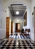 Pasillo dentro del museo arqueológico de jerez de la Frontera. (izquierdo.angel) Tags: techo habitación pasillos