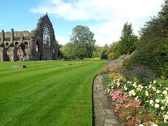 Holyrood Chapel, Edinburgh 14.09.17 (dkmcr) Tags: daytrip travel landscape tourism scenery view visitbritain northernuk excursions 2017 visitscotland holyroodchapel ruin formalgardens edinburgh