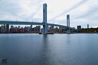 HORA AZUL EN MANHATTAN. BLUE HOUR IN MANHATTAN. NEW YORK CITY.