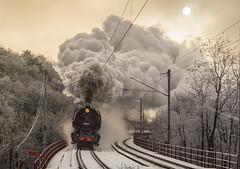 Steam sun   498.104   BA - Železná studienka   2.12.2017 (lofofor) Tags: steam albatros 498 104 para ba bratislava červený most červenýmost sneh zima mikuláš protisvetlo železnástudienka