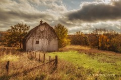 Off the Beaten Path (Justin Loyd Photography) Tags: ngc colorful nature simple lightroom flickr beautiful light canon6d vlouds sun vines winterset madisoncounty rural october fall autumn midwest iowa barn