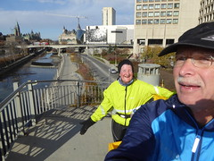 Running Room (Slater St) November 12, 2017 - P1120457 (ianhun2009) Tags: runningroomslaterstreet november122017 ottawaontariocanada trainingruns coldweatherrunning autumnrunning
