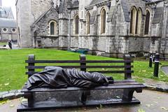 Christ Church Cathedral - Statue (ivlys) Tags: irland ireland éire dublin hauptstadt capitalcity stadt city christchurchcathedral kirche church kathedrale cathedral 1028 bank statue ivlys