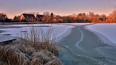 Festplattenfund...................... (petra.foto busy busy busy) Tags: frost sonnenlicht see winter gefroren morgenlicht reinfeld schleswigholstein eis fotopetra germany canon 5dmarkiii