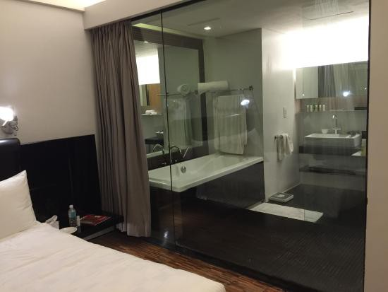 Tại sao nhiều khách sạn lại làm phòng tắm trong suốt? Lý do chưa chắc đã như bạn nghĩ đâu - Ảnh 5.