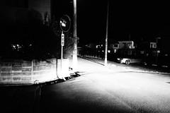 Standing mirror in the night (憂-ICHIRO) Tags: street snap sony rx100
