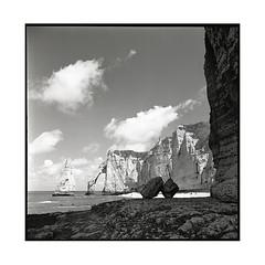 postcard • etretat, normandy • 2017 (lem's) Tags: postcard carte postale ocean beach pebbles galets plage cliffs falaises etretat normandy normandie rolleiflex planar