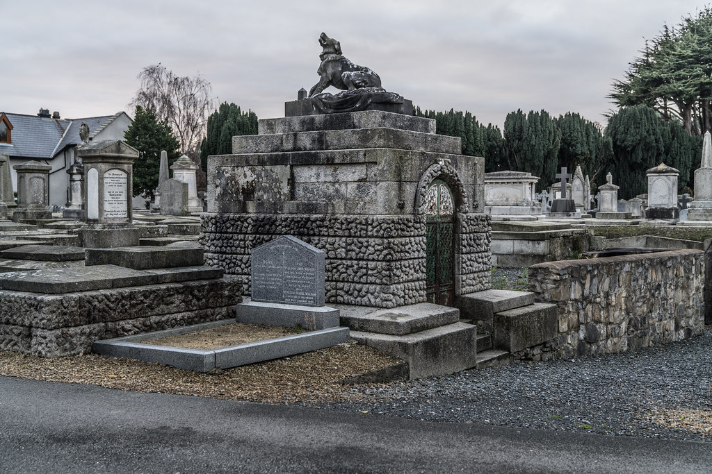 MOUNT JEROME CEMETERY IS AN INTERESTING PLACE TO VISIT [IT CLOSES AT 4PM]-134363