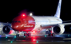 CDG B787-9 LN-LNL Norwegian (Maxime Thibert - Jet 4U Aviation Photography) Tags: norshuttle norvege norwegian air shuttle boeing b787 plane spotting planespotting b787norwegian pariscdg lnlnl night