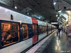 Un départ annoncé (Jean S..) Tags: indoors tunnel subway people candid transport transit paris
