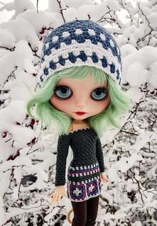 ❄💜💙💚💙💜❄ Have a wonderful weekend! #blythe #customblythe #customdoll #doll #crochetdollclothes #crochet #grannysquare