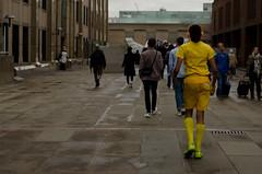 Yellow (elenamatias) Tags: london londres uk reino unido royaume uni ville city capital ciudad people gente gent yellow amarillo jaune groc walking andar puente bridge diferente different