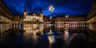 Reflejos en la Plaza Mayor
