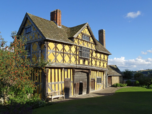 Stokesay Castle gatehouse from the inner lawn