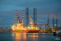 11/11/2017 | Botlek (SB-2013) Tags: seafox 5 rotterdam botlek verolme keppel off shore offshore ship heavy work port nlrtm photography night evening dark
