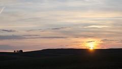 Lever du soleil, Croix de Rodes, Lozère (lyli12) Tags: aubrac lozère leverdesoleil paysage arbre landscape languedocroussillon été sunset ciel nuage france nikon d7000 campagne