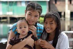 young ladies with baby (the foreign photographer - ฝรั่งถ่) Tags: young ladies preteen girls children khlong thanon portraits bangkhen bangkok thailand nikon d3200