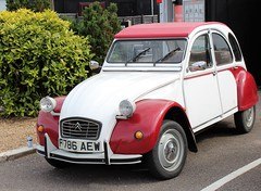 F786 AEW (Nivek.Old.Gold) Tags: 1989 citroen 2cv6 special dolly feltwell