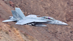 F/A-18F Super Hornet I 16980-XE/222 I VX-9 'Vampires' USN China Lake (MarkYoud) Tags: rainbow canyon star wars jedi transition nevada death valley sidewinder low level military fast jet