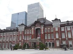 Tokyo station (yukky89_yamashita) Tags: tokyo station japan 東京駅 丸の内口 flags 御車寄前広場 日本国国旗
