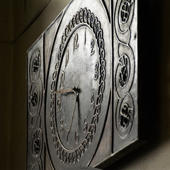 watch at the pharmacy (Ihor Hlukhoi - intui.pro) Tags: ukraine lviv art city ancient museum layout clock watch timepiece time antiques nikon d7100 photo photographer intuipro circle