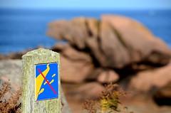 (Jean-Luc Léopoldi) Tags: sentier path walk interdiction flou bokeh bretagne rochers mer