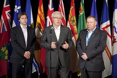 Premiers/premiers ministres Graham, Selinger and/et Dexter speak to media/parlent aux medias