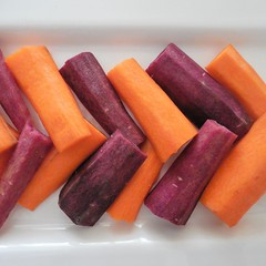 >>>>> (eying2012) Tags: herringbone stonerhymingzone macromondays carote arancione viola aspinadipesce carrots