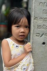 cute girl next to a telephone pole (the foreign photographer - ฝรั่งถ่) Tags: jul102016nikon cute girl child telephone pole khlong lat proa portraits bangkhen bangkok thailand nikon d3200