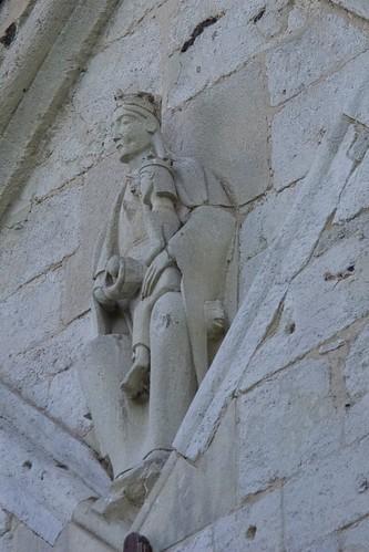 Głowa zwierzęca w oparciu tronu rzeźby Marii na kościele w Wysocicach