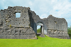 New Castle ruins (cmw_1965) Tags: medieval mediaeval castle castell newcastle newydd bridgend south wales norman marcher masonry ruinous neglected dilapidated fortifications fortified military welsh history william delondres fitzhamon knight gateway arch defences