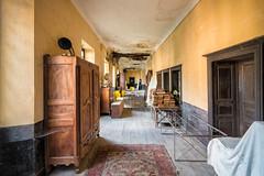 L'écouloir du temps (www.francismeslet.com) Tags: patrimoine decay abandoned décadence abandon architecture