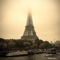 Brouillard sur la Tour Eiffel (1/2) (didier95) Tags: toureiffel paris brouillard sepia seine bateau paysageurbain architecture eiffel