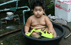 the michelin boy (the foreign photographer - ฝรั่งถ่) Tags: michelin boy fat rolls bathing rubber tub black toy frontloader water meter khlong thanon portraits bangkhen bangkok thailand canon