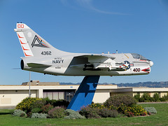 A-7B 154362 Corsair II of VA-304 ND-400 (JimLeslie33) Tags: 154362 va va304 firebirds a7 a7b corsair ii nas alameda cvwr cvwr30 nd400 cag bird attack naval aviation usn usnr navy reserve ltv canon g1x